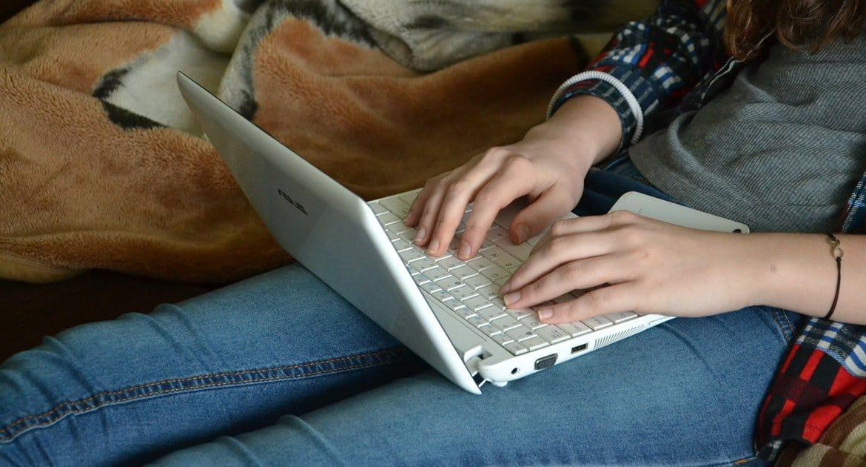 Онлайн-образование в школах не навсегда, – Владимир Путин