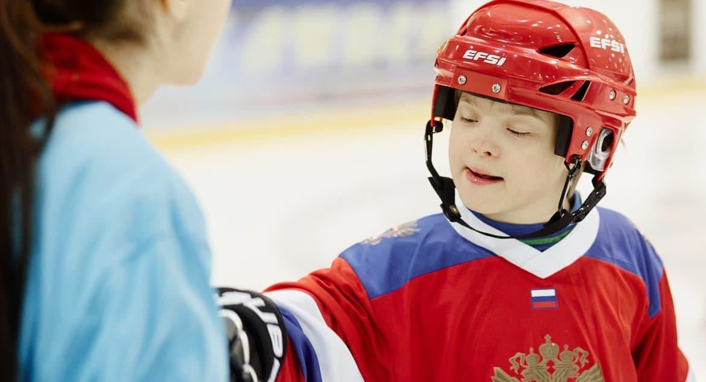 Евгений Плющенко провел мастер-класс для «особых» юных хоккеистов
