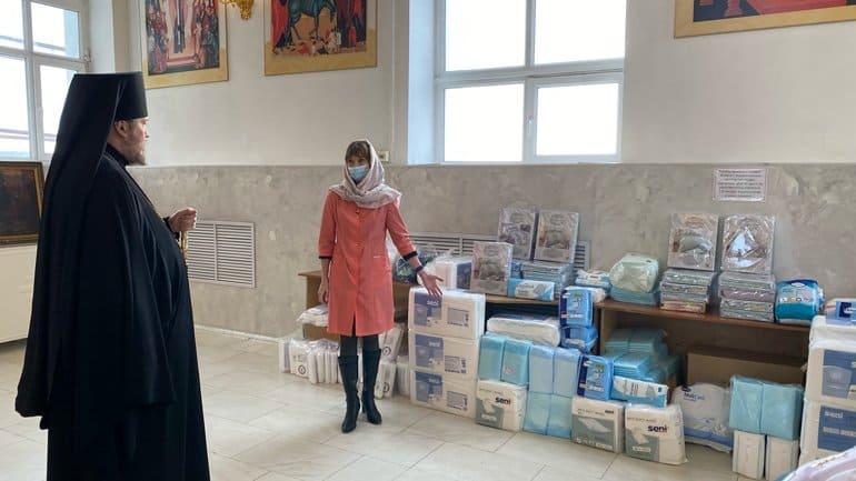 Златоустовская епархия передала гуманитарную помощь для ковид-отделений