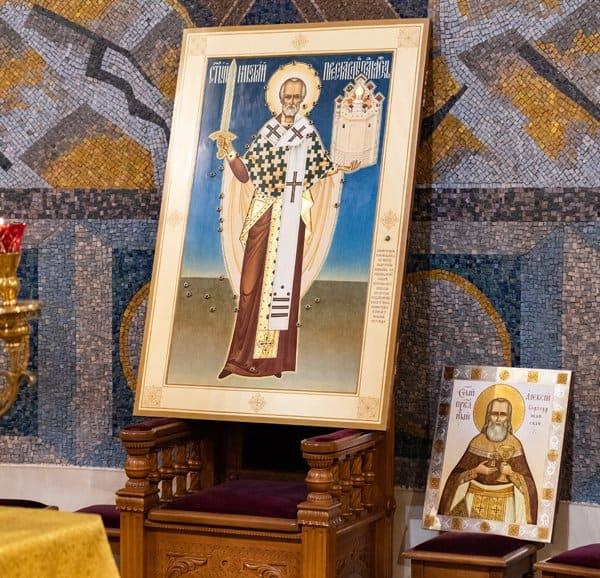 В Москве освятили уникальную икону «расстрелянного» святителя Николая Чудотворца