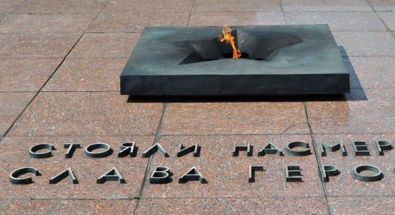 Школьницам, осквернившим Вечный огонь, расскажут об этой святыне в военно-исторических лагерях