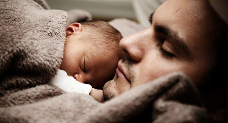 Почему отец не может крестить ребенка?