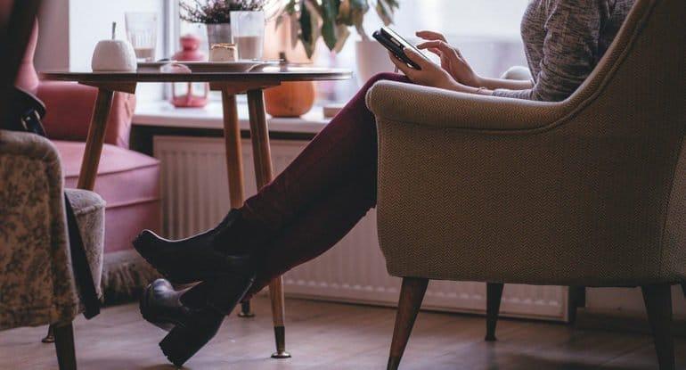 В разводе, познакомилась с женатым на грани развода. Грех ли общаться?