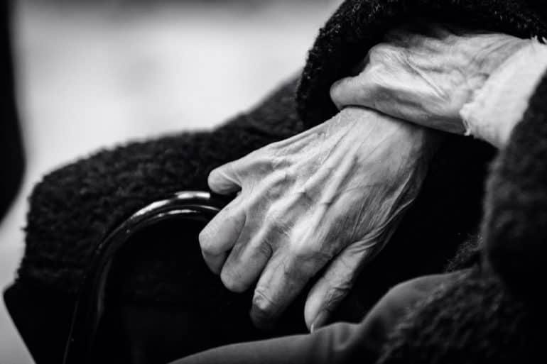 Несколько случаев, которые перевернули мое отношение к «ворчливым» бабушкам в церквях и магазинах