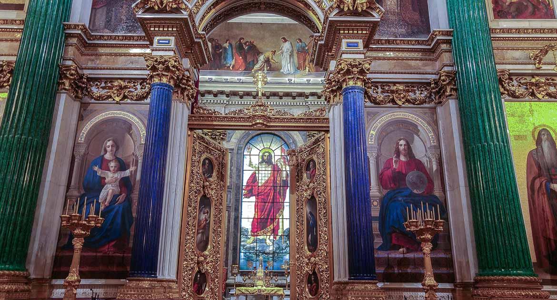 Почему женщинам нельзя заходить в алтарь в церкви?