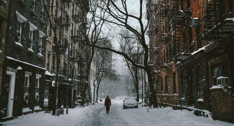 День, вкоторый люди скользили друг другу напомощь— невыдуманная история про замерзший город