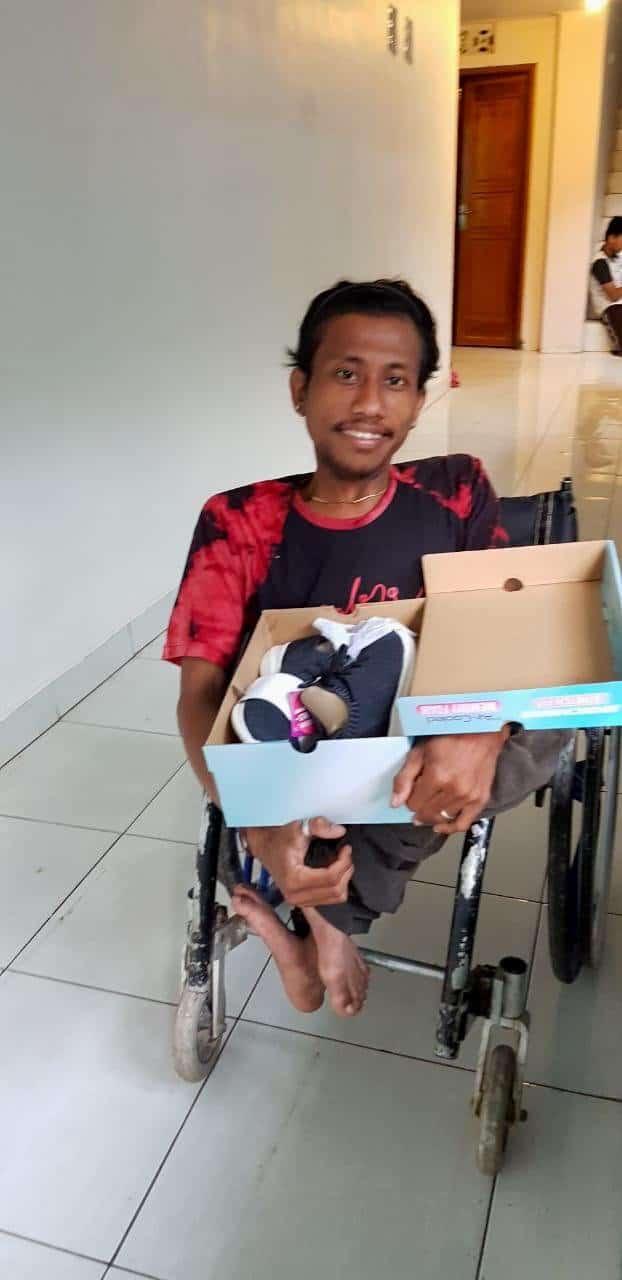 Русские верующие на Бали подарили рождественские подарки детям из приюта, а в ответ услышали пение одной из лучших певиц Индонезии