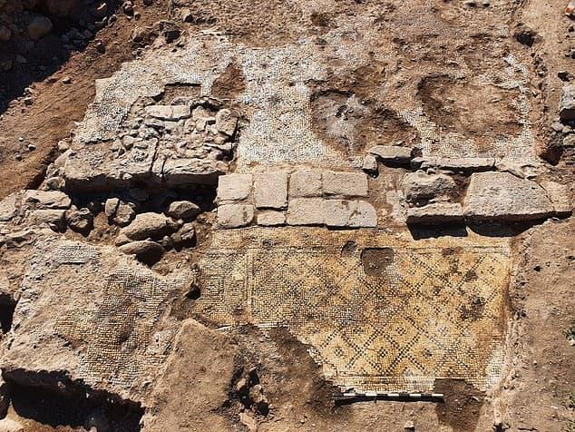 Найдена древняя табличка с надписью, что Христа родила Дева Мария
