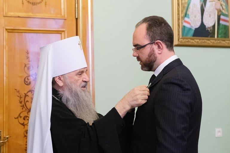 В России и за рубежом Церковь награждает медиков за борьбу с коронавирусом