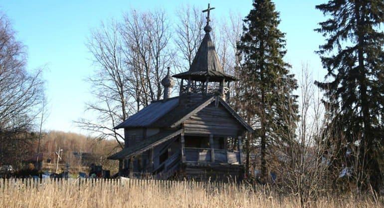 Реставраторы заново собирают часовню XVIII века в Ленобласти