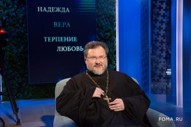 «Мне нехотелось молиться святителю Николаю»,— какими разными могут отношения сосвятыми рассказал священник Александр Абрамов