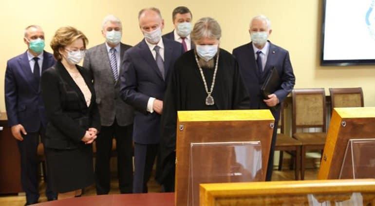 Псково-Печерскому монастырю вернули иконы, похищенные немцами в годы войны