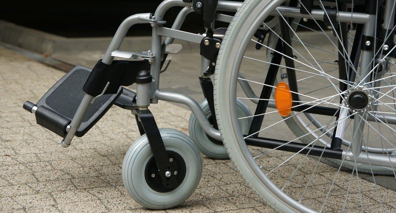 Епархиальная комиссия Москвы передала нуждающимся ортопедическую продукцию