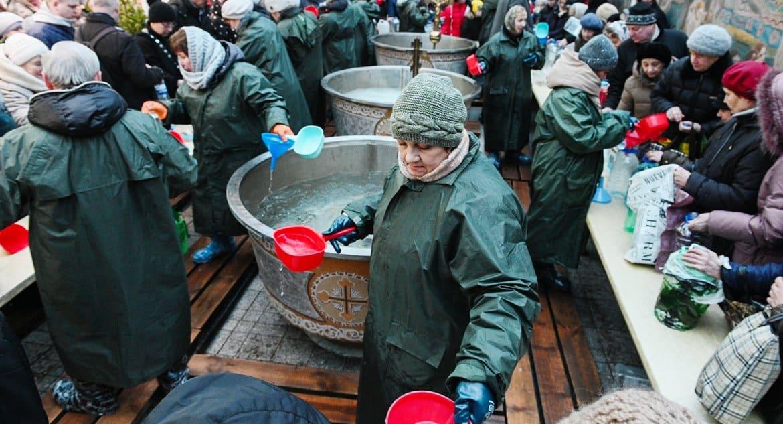 Пятигорская епархия передаст крещенскую воду больным коронавирусом