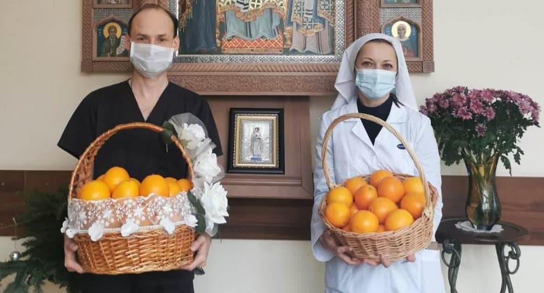 Патриарх Кирилл передал в больницы и соцучреждения Москвы тонну египетских апельсинов