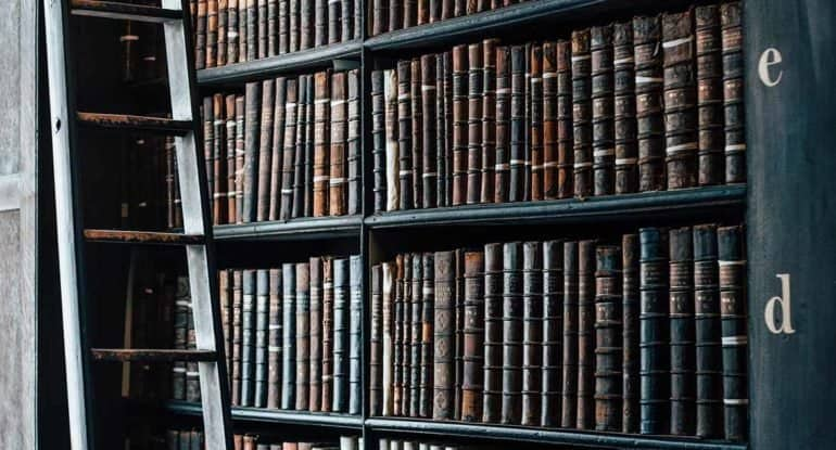 Можно ли держать дома священные тексты других религий?