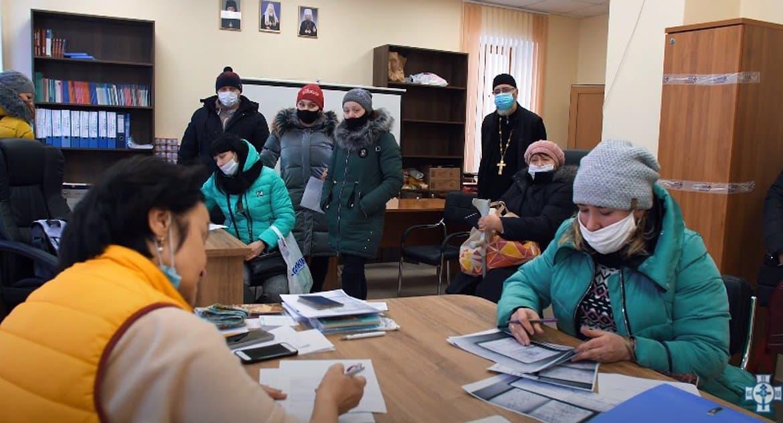 Белорусская Церковь начала регулярную выдачу помощи нуждающимся