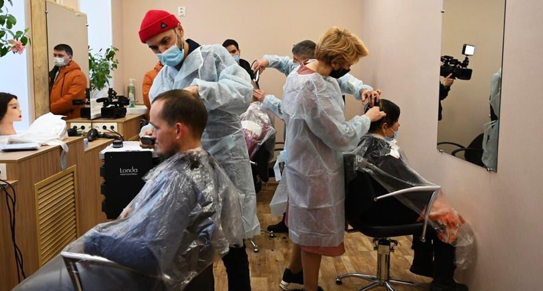 Сразу две парикмахерских для бездомных открыли при участии Церкви в Уфе
