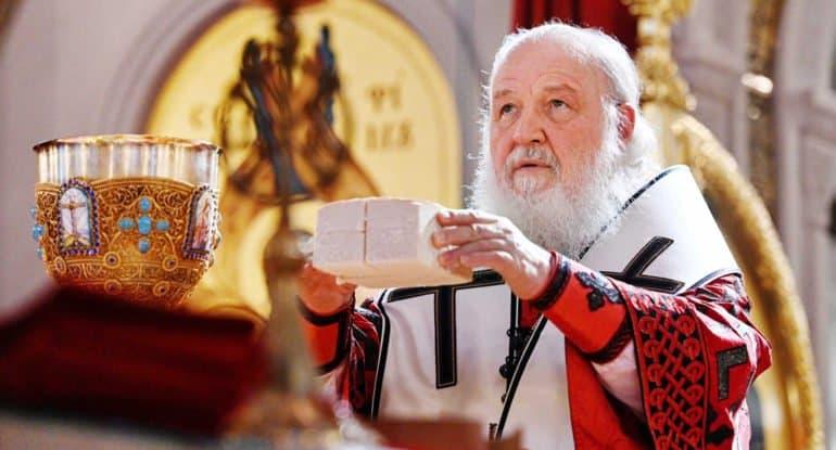 Патриарх Кирилл привился от коронавируса российской вакциной
