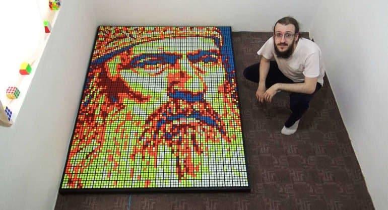 В благодарность за совет: художник сложил портрет архиепископа из кубиков Рубика
