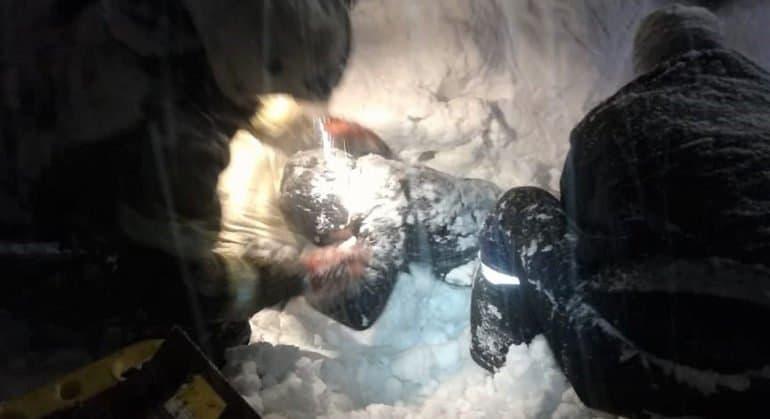 В Новокузнецке спасли женщину, которая 10 часов была завалена снегом
