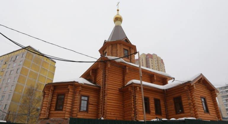 Завершено строительство крупнейшего деревянного храма Москвы