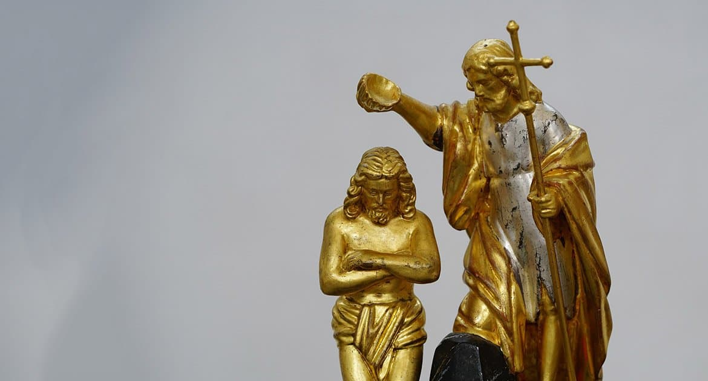 Какой смысл отрекаться от сатаны во время крещения, если после мы продолжаем грешить?
