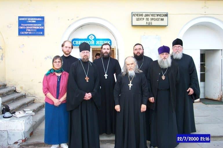 «Вдруг пьяные парни увидели, как из тьмы выходят пять бородачей в черных одеждах» — как священник из Новой Зеландии настоящую Россию открывал