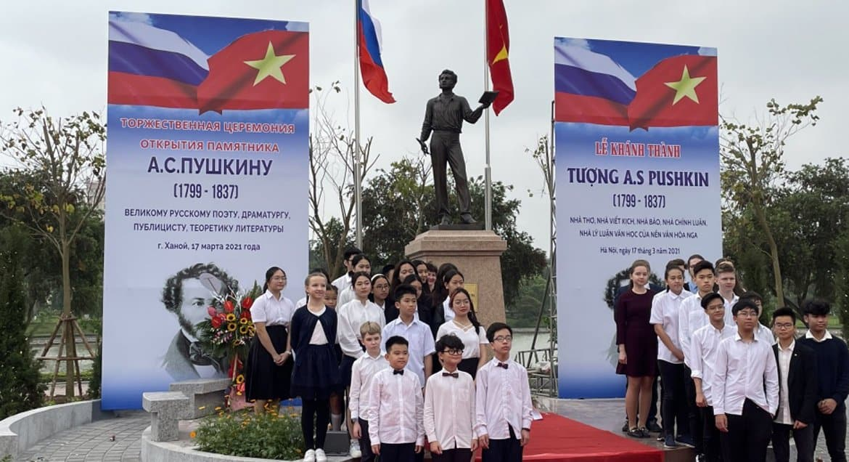 Столицу Вьетнама украсил памятник Александру Пушкину