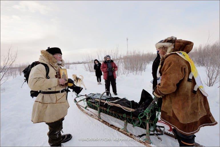 Священник добрался до отдаленных поселков Камчатки на ездовых собаках