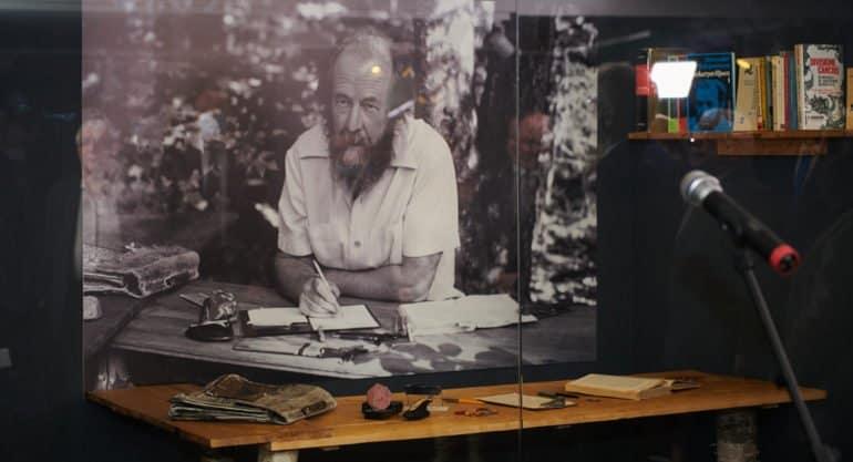 В Москве показывают документы о присуждении Александру Солженицыну Нобелевской премии