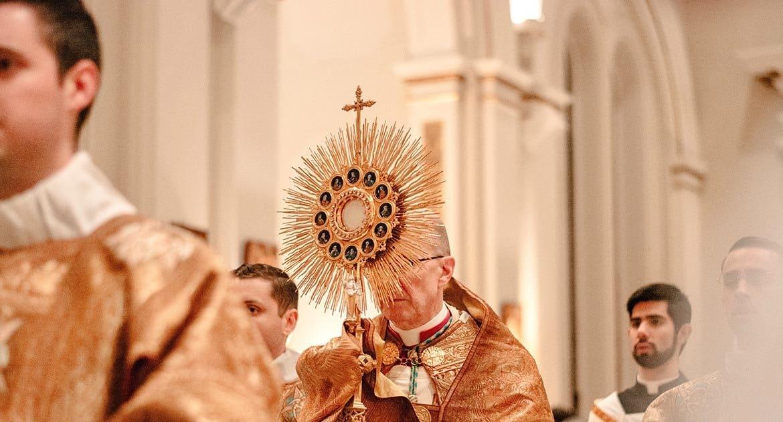 Можно ли православному подать за католика записку в костеле?