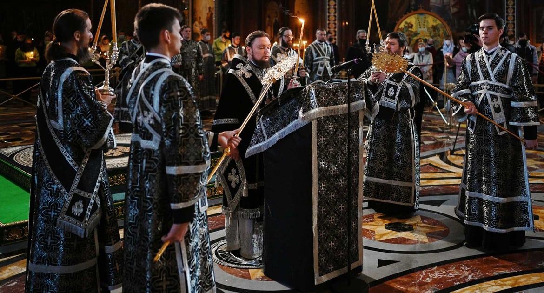 Епископ Истринский Серафим прочитал 12 Страстных Евангелий