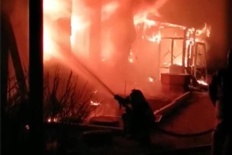 В Петропавловском монастыре Павлодара сгорело основное здание обители с храмом