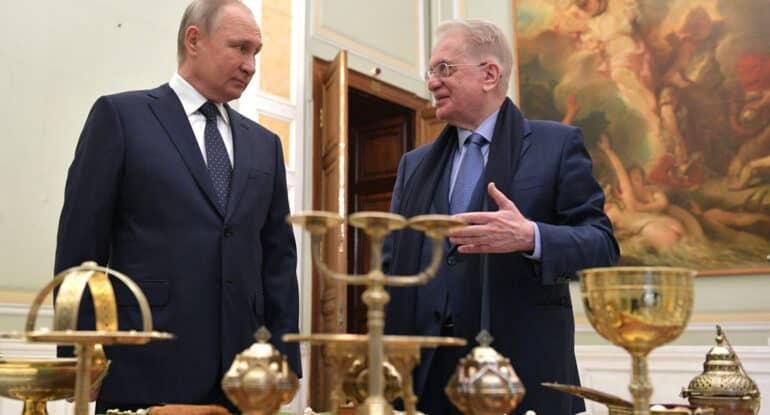 Владимир Путин передал Эрмитажу уникальную церковную утварь