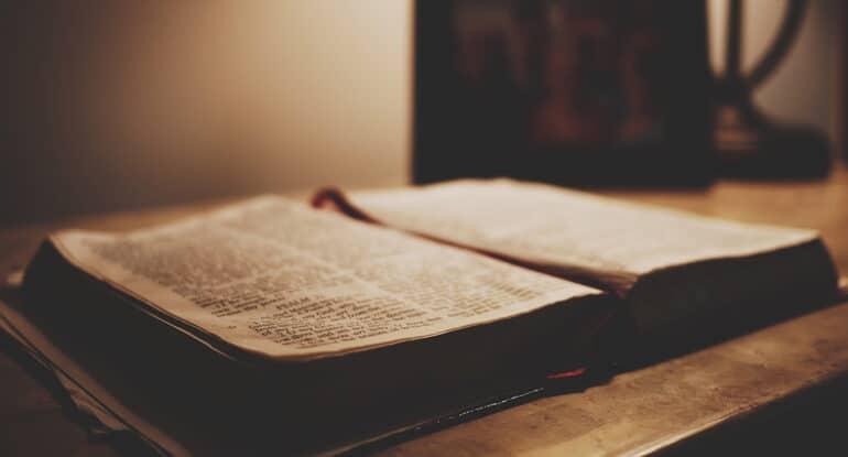 Как читать читать Псалтирь и канон у упокоении до и после Пасхи?
