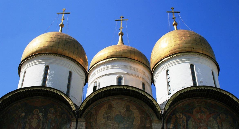 Священник покропил икону на Пасху. Нужно ли ее отдельно освящать?
