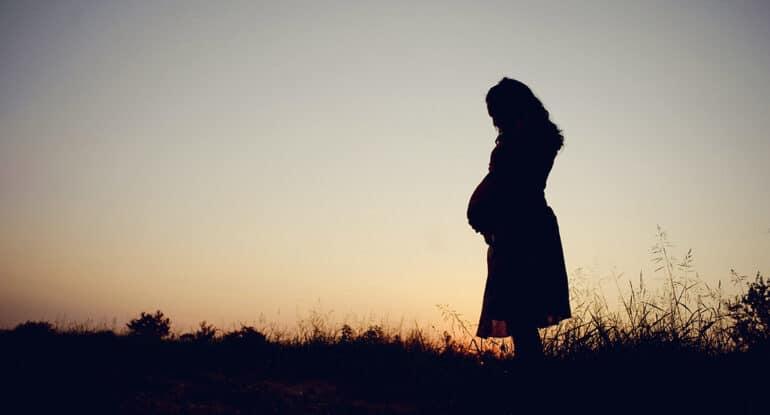«Перед родами она упала в обморок, и все готовились к худшему» — история о чуде, которому могли помешать