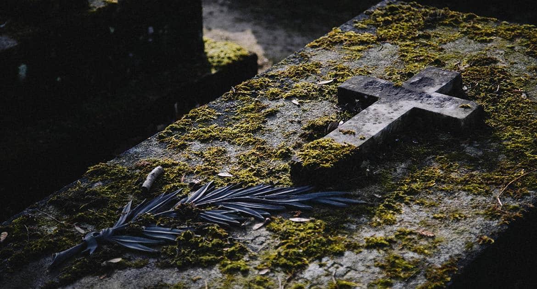 Можно ли на Страстной поехать на кладбище?