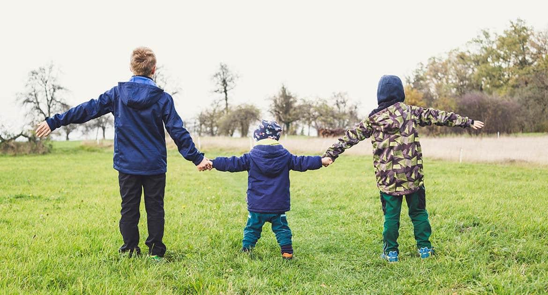 Молодой батюшка не следит за детьми. Как достучаться?