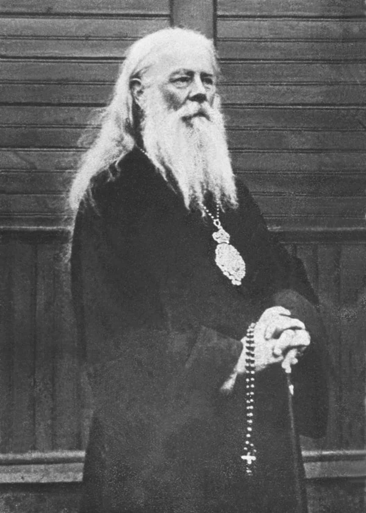 «Следователь стал жестоко избивать архиепископа, требуя признания вины»— исповедование веры священномученика Александра (Петровского)