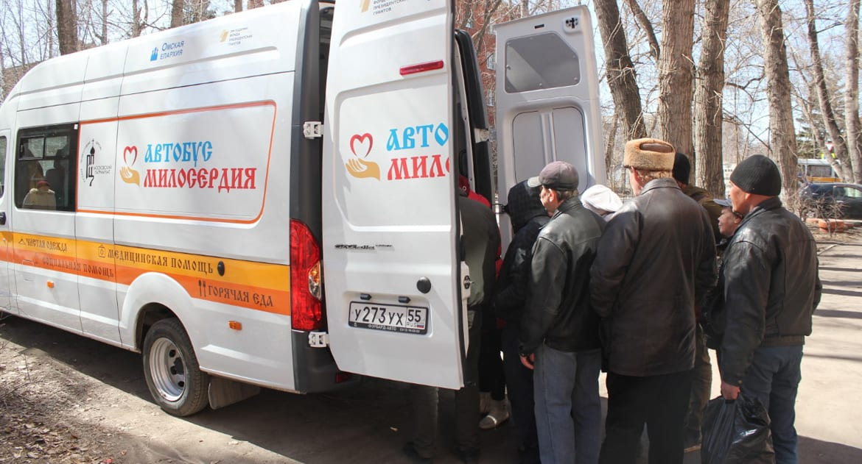 «Автобус милосердия» поехал к бездомным Омска