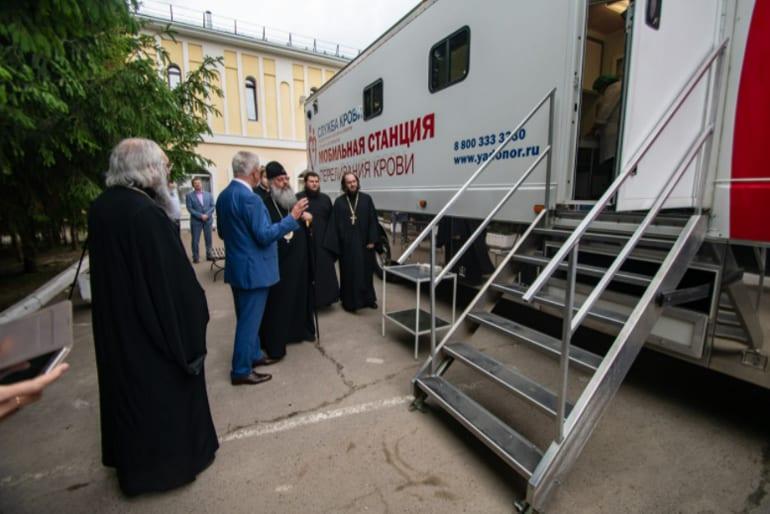 «Мы должны делиться силами своей жизни»: митрополит Казанский Кирилл стал донором