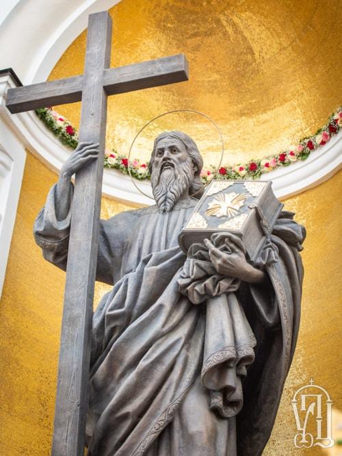 Митрополит Онуфрий освятил в Почаевской лавре памятник апостолу Андрею Первозванному