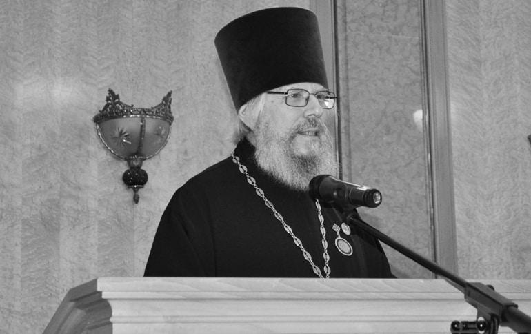 Из-за ковида скончался глава Духовно-просветительского центра ПСТГУ священник Лев Семенов