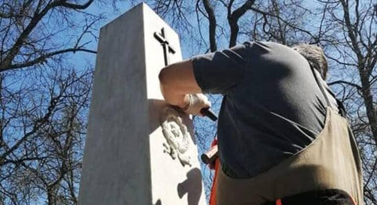 В Святогорском монастыре реставрируют могилу Александра Пушкина