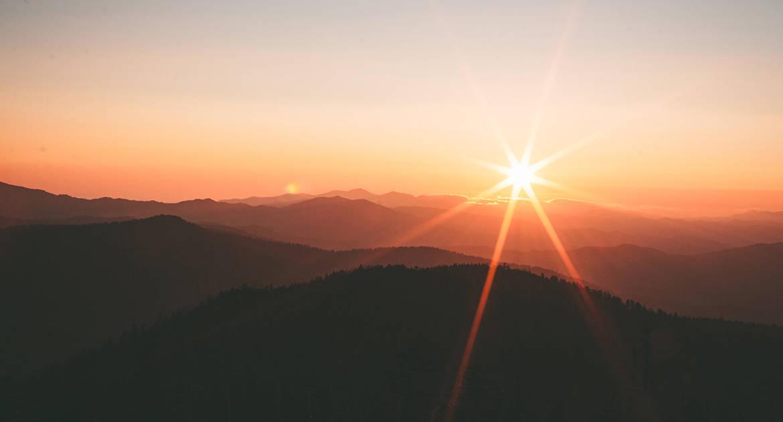 Если церковный день начинается с вечера, когда читать утренние молитвы?