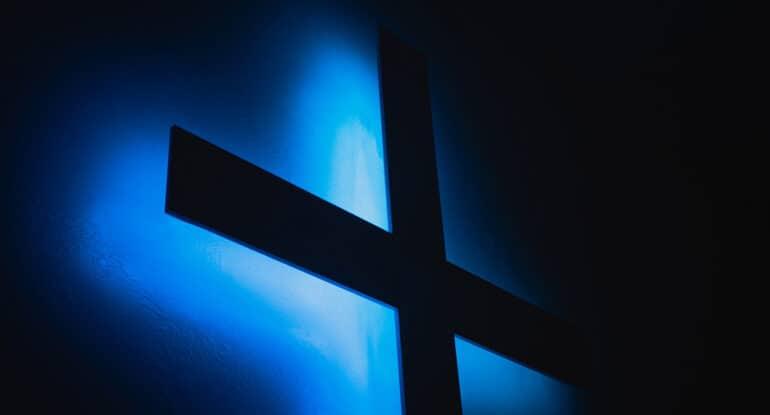 Можно ли купить крестик на Пасху?