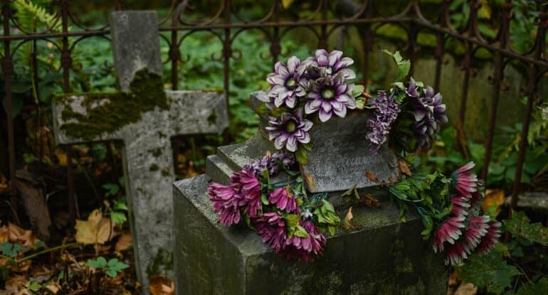 Можно ли пойти на кладбище раньше 40-го дня?