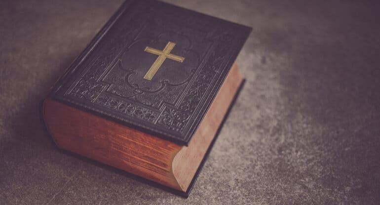 Светлая седмица. Как молиться перед принятием просфоры, еды и чтением Евангелия?